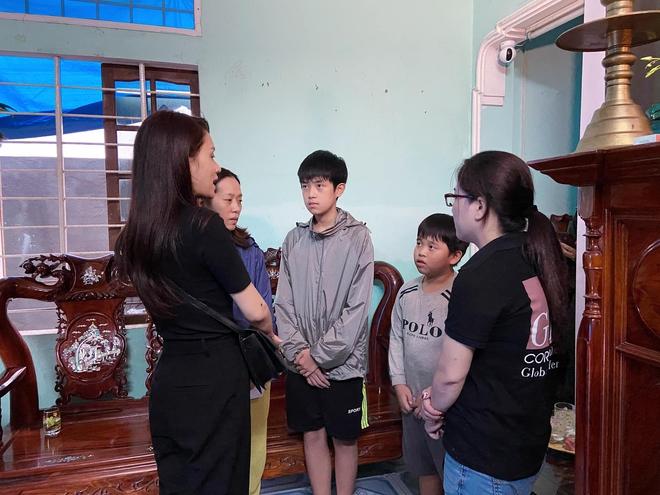 Hương Giang xúc động, đưa bạn trai đến viếng chiến sĩ hy sinh ở Rào Trăng 3 - Ảnh 5.