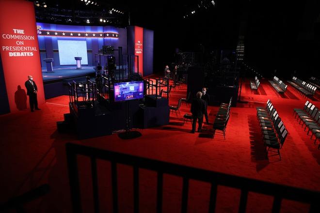 Tổng thống Trump và ông Joe Biden chuẩn bị bước vào vòng đối mặt cuối cùng trước Ngày bầu cử - Ảnh 1.