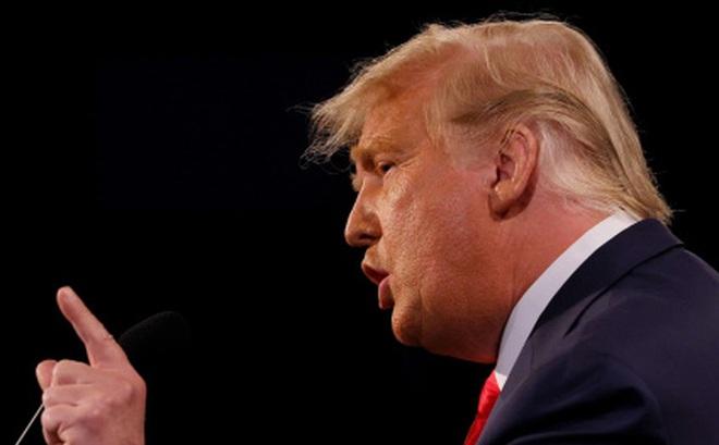 Video: TT Trump bị tắt micro khi đang nói, vẫn khen người điều phối tranh luận