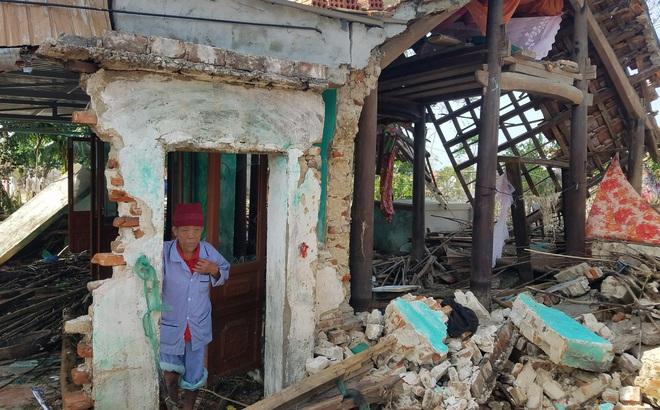 Tường trình từ vùng rốn lũ Lệ Thủy: Nhà sập, tay trắng, không còn nước mắt để khóc
