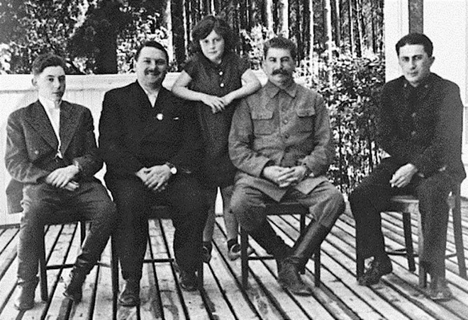 Cuộc trao đổi không mặc cả đem Thống chế lấy 1 binh sĩ: Lý do Stalin không cứu con mình? - Ảnh 1.