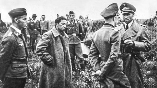 Cuộc trao đổi không mặc cả đem Thống chế lấy 1 binh sĩ: Lý do Stalin không cứu con mình? - Ảnh 4.