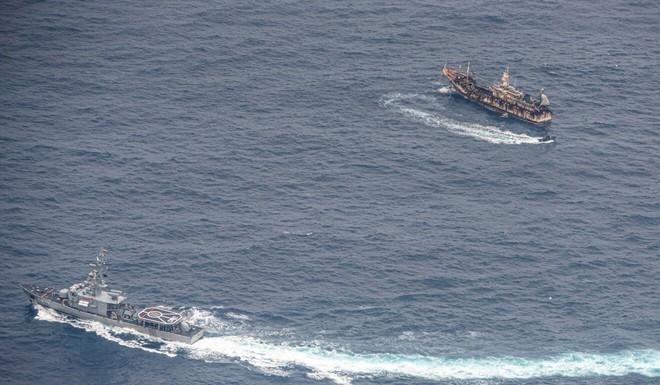 Hạm đội Trung Quốc bị tố rình rập, thừa cơ nước bạn gặp khó để nhảy vào khoắng tài nguyên - Ảnh 2.