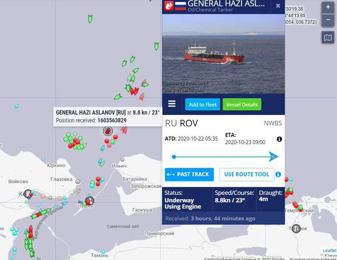 NÓNG: Cháy nổ dữ dội, tàu chở dầu Nga có thể chìm ngay tại vùng biển nhạy cảm? - Ảnh 3.