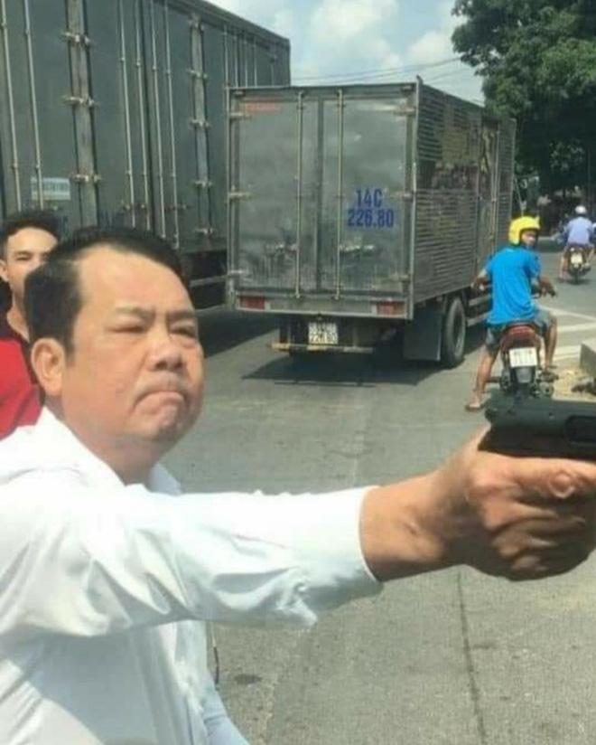 Sắp xét xử lưu động vụ Giám đốc rút súng đe dọa giết người - Ảnh 2.