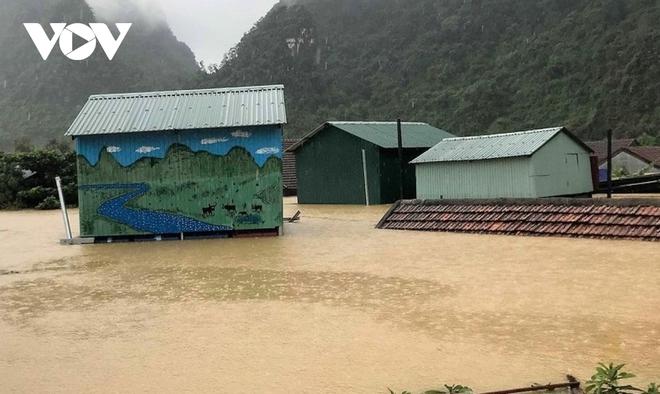 Nhà phao tránh lũ an toàn của người dân miền núi Quảng Bình - ảnh 5