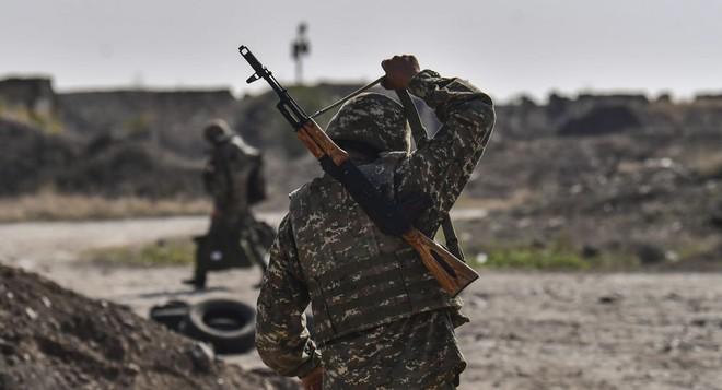 Đáp trả Su-30SM Armenia, KQ Azerbaijan xung trận - Chiến sự dữ dội, hỏa thần cũng tan nát? - Ảnh 1.