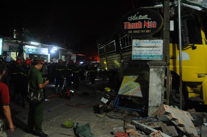 Vụ tai nạn ô tô lao vào 4 nhà dân làm 3 người chết, 3 người bị thương:  Tài xế xe tải trình diện công an - Ảnh 5.
