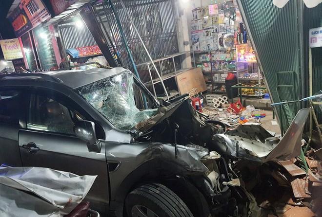 Vụ tai nạn ô tô lao vào 4 nhà dân làm 3 người chết, 3 người bị thương:  Tài xế xe tải trình diện công an - Ảnh 1.
