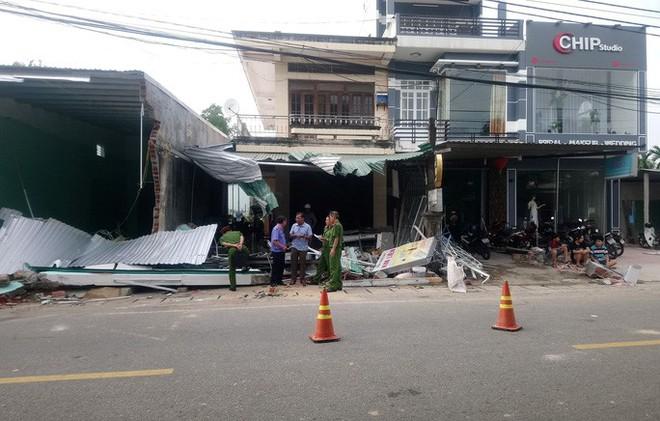 Vụ tai nạn ô tô lao vào 4 nhà dân làm 3 người chết, 3 người bị thương:  Tài xế xe tải trình diện công an - Ảnh 8.