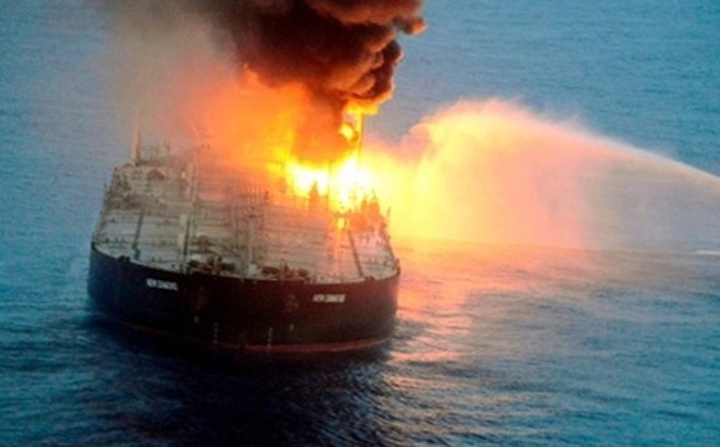 Phát hiện tàu chở dầu Nga cháy nổ dữ dội trên biển
