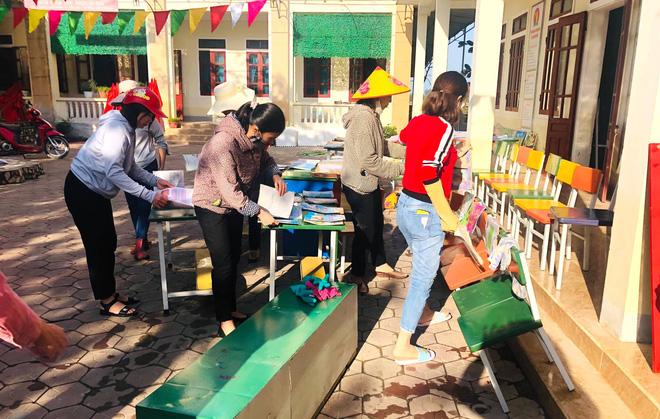Lũ đi qua, hàng loạt học sinh ở Hà Tĩnh thiếu sách vở đến trường - Ảnh 5.