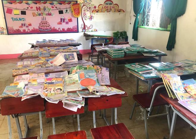 Lũ đi qua, hàng loạt học sinh ở Hà Tĩnh thiếu sách vở đến trường - Ảnh 4.