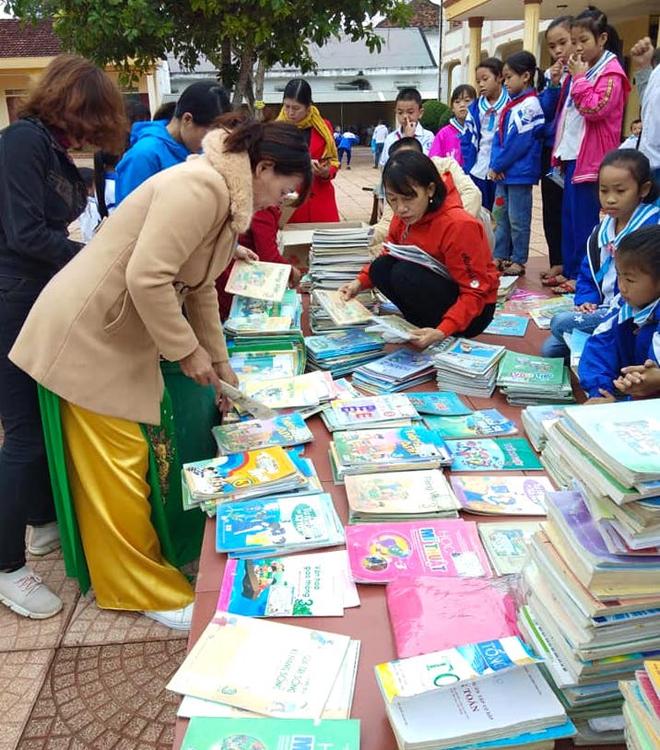 Lũ đi qua, hàng loạt học sinh ở Hà Tĩnh thiếu sách vở đến trường - Ảnh 9.