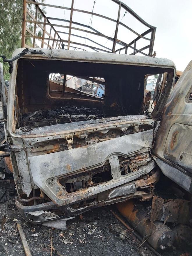 Tai nạn liên hoàn, xe container đấu đầu xe tải rồi 2 xe cháy trơ khung trên Quốc lộ 1A - Ảnh 5.