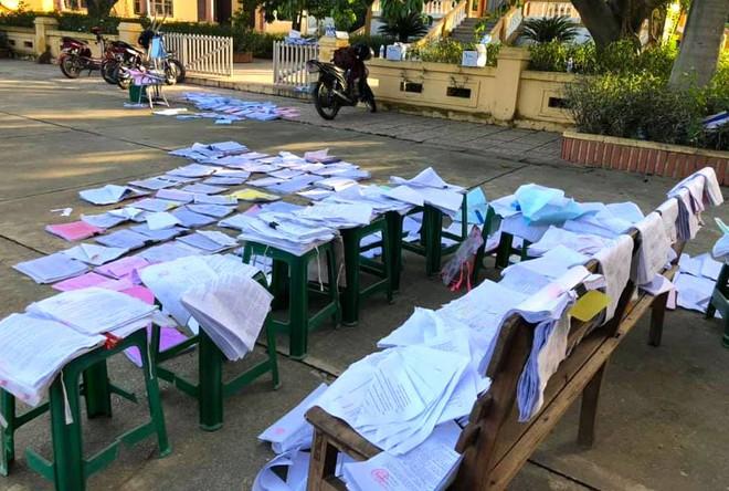 Lũ đi qua, hàng loạt học sinh ở Hà Tĩnh thiếu sách vở đến trường - Ảnh 8.