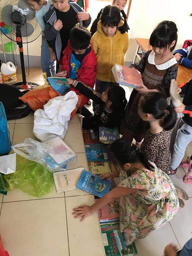 Lũ đi qua, hàng loạt học sinh ở Hà Tĩnh thiếu sách vở đến trường - Ảnh 11.