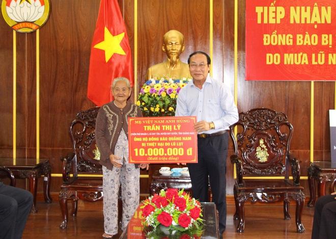 Mẹ Việt Nam Anh hùng ở Quảng Nam ủng hộ 10 triệu đồng cho bà con vùng lũ - Ảnh 2.