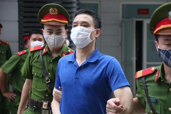 Triệu tập hơn 100 người đến phiên tòa xử đại án thất thoát hơn 1.600 tỷ tại BIDV liên quan ông Trần Bắc Hà - Ảnh 5.