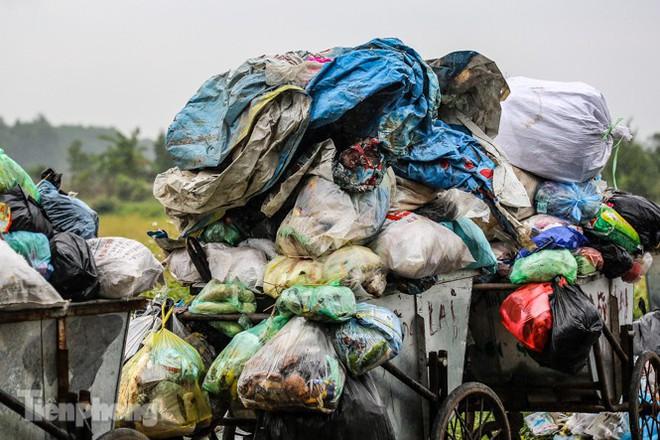 Người dân chặn đường vào bãi rác Nam Sơn, vì sao? - Ảnh 3.