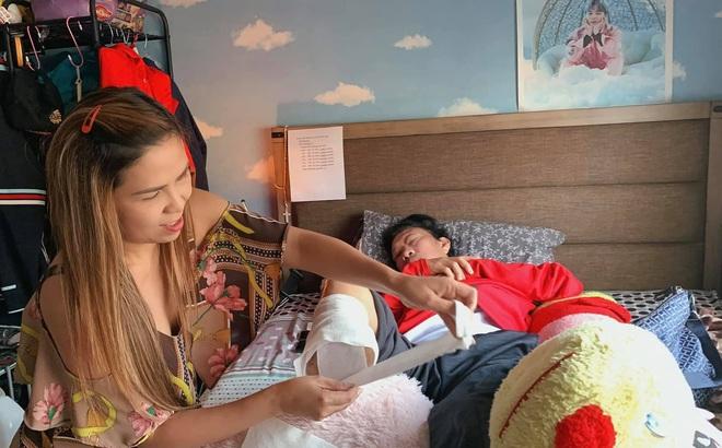 Cuộc hôn nhân tràn ngập tình yêu của Cam Thơ và chàng nhạc sĩ vừa phải cắt một bàn chân