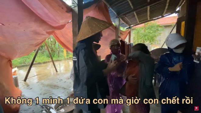 Thương xót người phụ nữ sinh bệnh vì mất con, Thủy Tiên tặng 10 triệu dù bị ngăn cản - Ảnh 3.