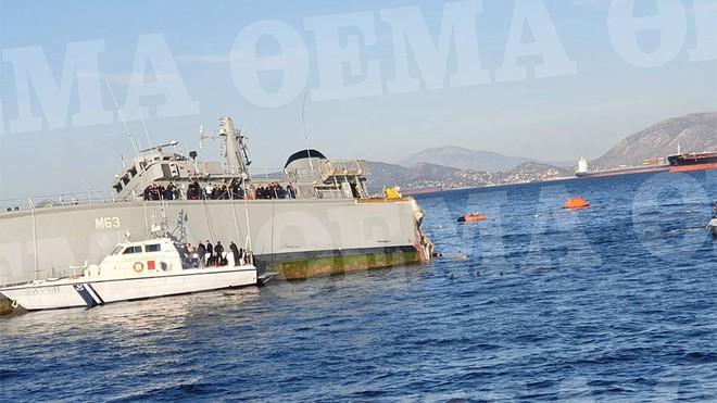 Tàu Hải quân Hy Lạp vừa bị đâm, đứt làm đôi - Chiến sự Azerbaijan và Armenia dồn dập tin nóng mới - Ảnh 1.