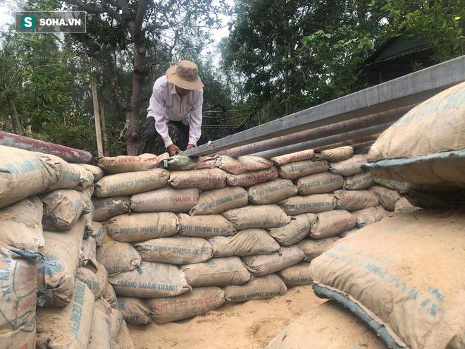 Căn hầm tránh bão số 9 độc lạ, nằm sâu dưới lòng cát của người dân vùng biển Quảng Nam - Ảnh 1.