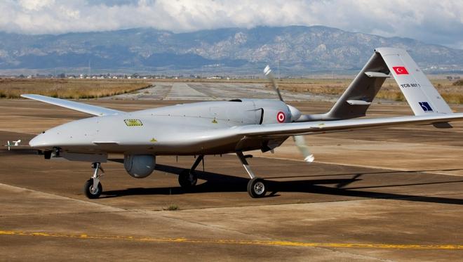 Cận cảnh UAV sát thủ Bayraktar TB2 do Thổ Nhĩ Kỳ sản xuất và được sử dụng ở Karabakh - Ảnh 2.