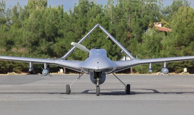 Cận cảnh UAV sát thủ Bayraktar TB2 do Thổ Nhĩ Kỳ sản xuất và được sử dụng ở Karabakh - Ảnh 4.