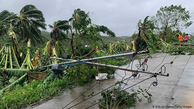 Báo nước ngoài viết về bão lũ miền Trung: Bão sát thủ vừa qua, Việt Nam lại sẵn sàng sơ tán 1,3 triệu dân - Ảnh 2.