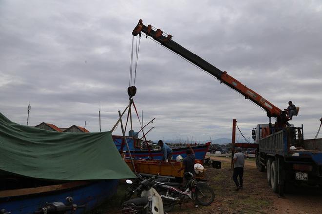 Bão số 9 bắt đầu gây gió mạnh trên đất liền; Thủ tướng gửi công điện yêu cầu khẩn trương ứng phó - Ảnh 2.