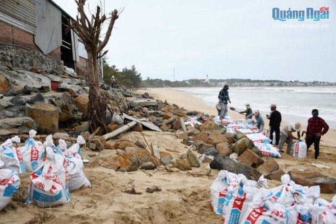Khẩn cấp ứng phó bão số 9: Huế sơ tán hơn 63.000 người, sẽ cấm người dân ra đường từ 9h tối nay - Ảnh 4.