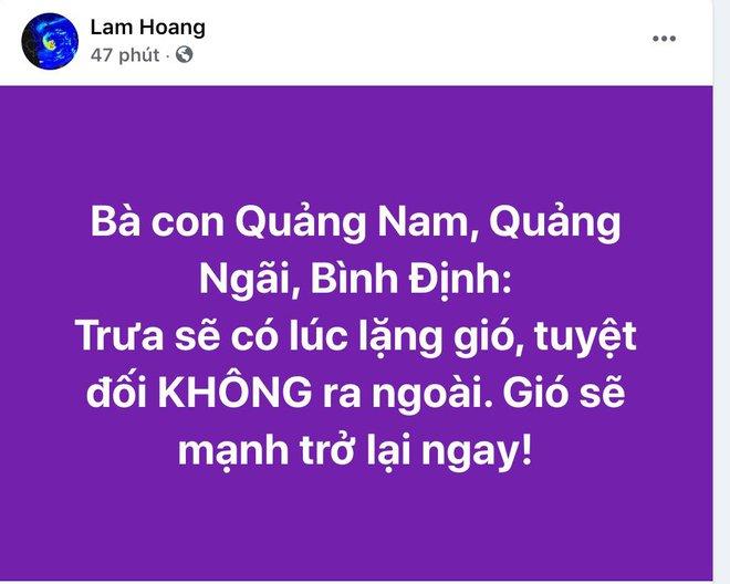 Gió bão lớn kèm mưa to quật ngã người đàn ông xuống thành cầu; Bà con Quảng Nam, Quảng Ngãi, Bình Định: Trưa sẽ có lúc lặng gió, tuyệt đối không ra ngoài - Ảnh 1.