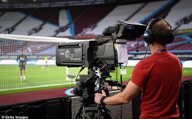 Ngoại hạng Anh bất đồng về chi phí xem bóng đá trên truyền hình