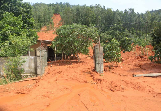 Mưa gió lớn, Hà Tĩnh lệnh sơ tán khẩn cả nghìn người dân khỏi vùng ngập lụt, sạt lở - Ảnh 5.