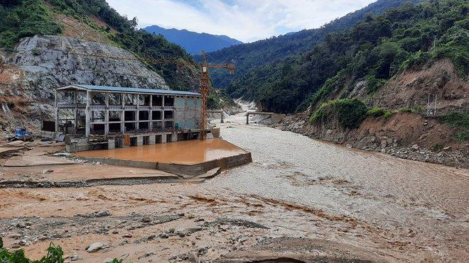 200 công nhân thuỷ điện ở Quảng Nam mắc kẹt, kêu cứu khẩn cấp - Ảnh 1.