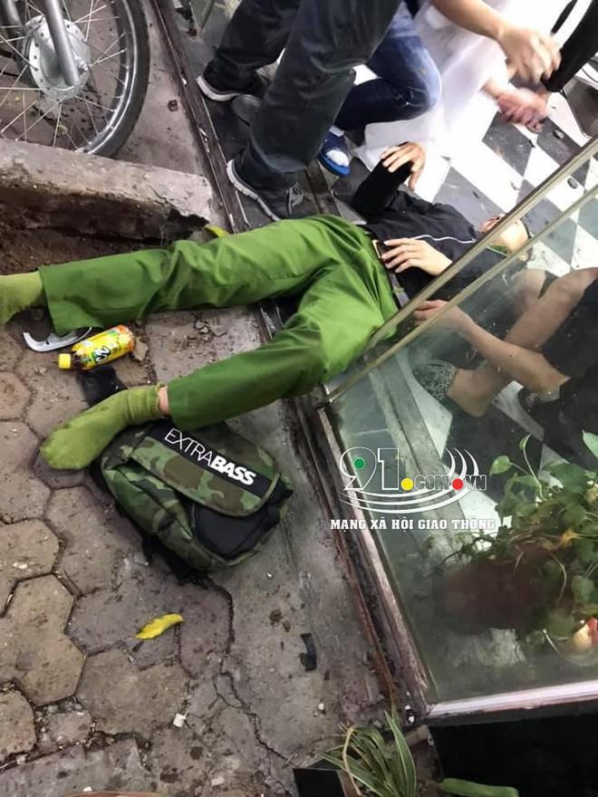 Ảnh hiện trường: Ô tô tông chiến sĩ công an trọng thương do tài xế đạp nhầm chân phanh thành chân ga - Ảnh 2.