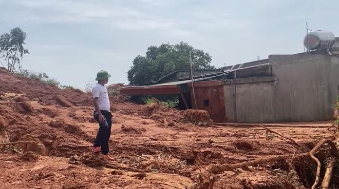 Mưa gió lớn, Hà Tĩnh lệnh sơ tán khẩn cả nghìn người dân khỏi vùng ngập lụt, sạt lở - Ảnh 6.