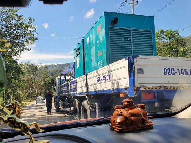 Hiện trường tìm kiếm nạn nhân bị vùi lấp trong thảm họa sạt lở ở Trà Leng, Nam Trà My - Ảnh 6.