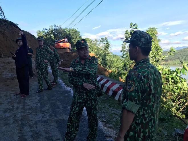 SẠT LỞ Ở QUẢNG NAM: Đã tìm thấy 11 thi thể, công binh bắt đầu tiếp cận thông tuyến đường vào Trà Leng - Ảnh 2.