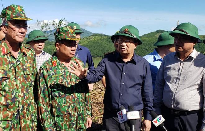 SẠT LỞ Ở QUẢNG NAM: Đã tìm thấy 11 thi thể, công binh bắt đầu tiếp cận thông tuyến đường vào Trà Leng - Ảnh 1.