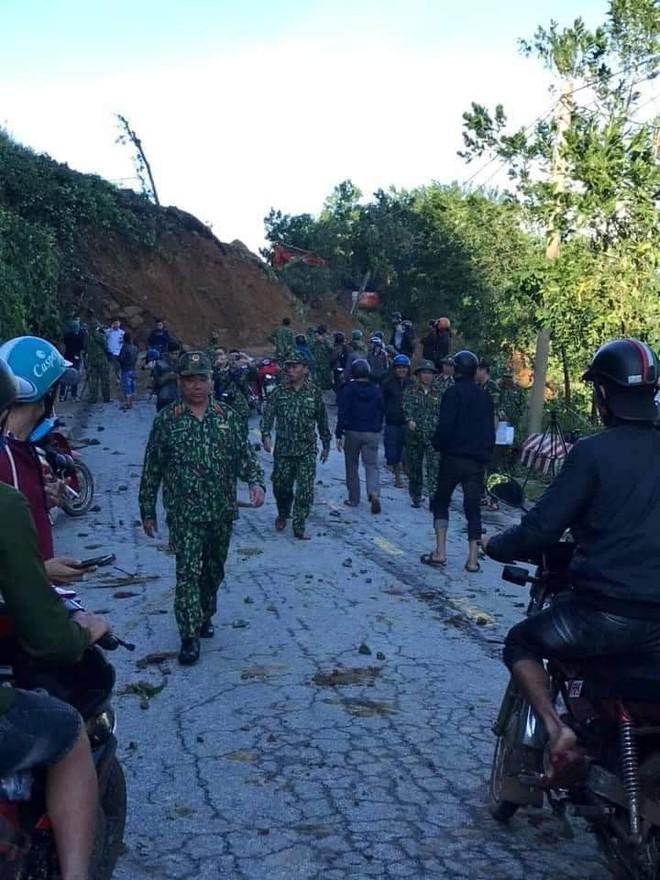 Hiện trường tìm kiếm nạn nhân bị vùi lấp trong thảm họa sạt lở ở Trà Leng, Nam Trà My - Ảnh 3.