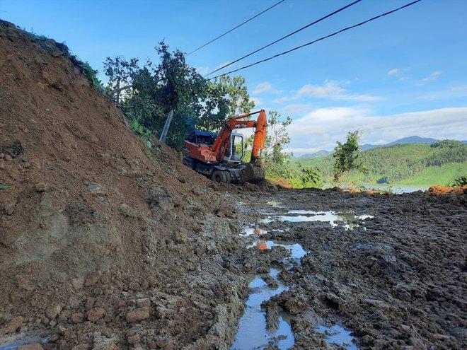 Hiện trường tìm kiếm nạn nhân bị vùi lấp trong thảm họa sạt lở ở Trà Leng, Nam Trà My - Ảnh 8.