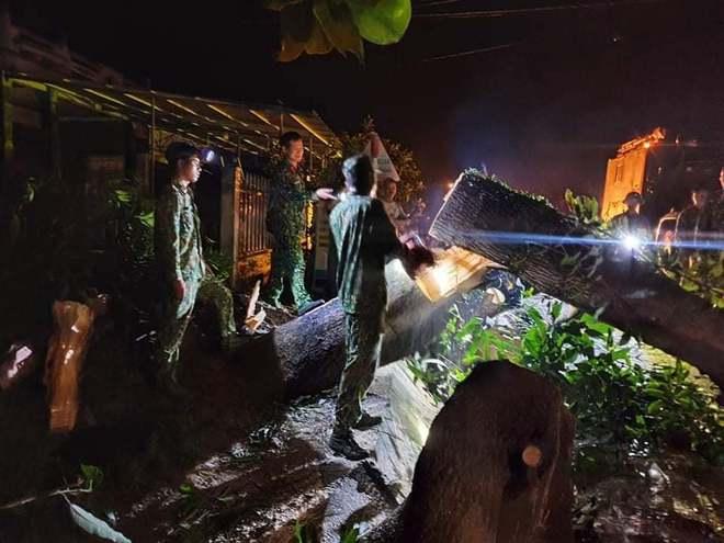 Hiện trường tìm kiếm nạn nhân bị vùi lấp trong thảm họa sạt lở ở Trà Leng, Nam Trà My - Ảnh 10.