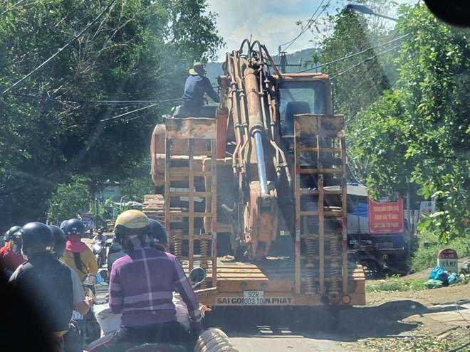 Hiện trường tìm kiếm nạn nhân bị vùi lấp trong thảm họa sạt lở ở Trà Leng, Nam Trà My - Ảnh 4.