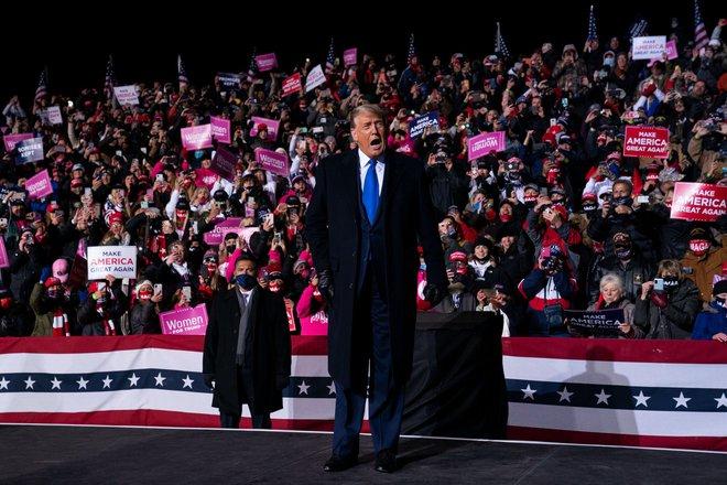 Một ngày bận rộn của gia đình TT Trump: Đệ nhất phu nhân và ái nữ ra sức vận động cử tri - Ảnh 6.