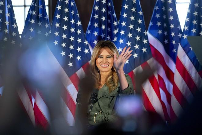 Một ngày bận rộn của gia đình TT Trump: Đệ nhất phu nhân và ái nữ ra sức vận động cử tri - Ảnh 7.