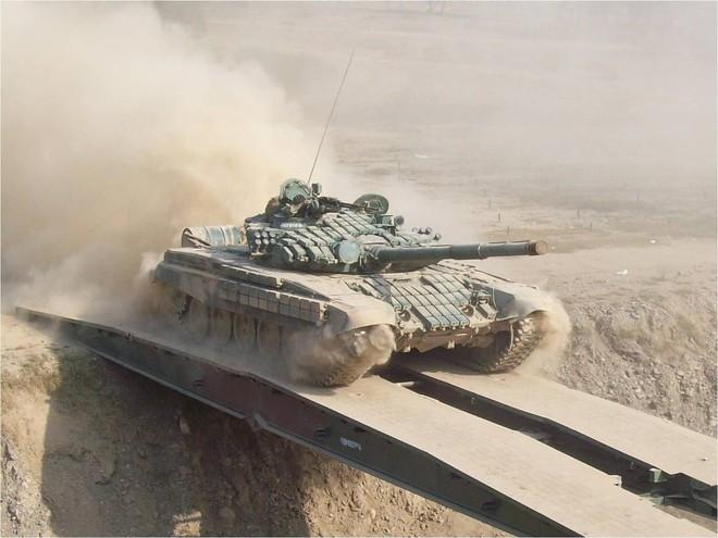Đại tá Nguyễn Khắc Nguyệt: Việt Nam mua xe tăng hiện đại bậc nhất thế giới - Ảnh 2.