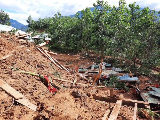 SẠT LỞ Ở QUẢNG NAM: Tìm thấy thêm 2 thi thể ở Phước Sơn; 13 người hiện đang còn mất tích ở Trà Leng - Ảnh 3.